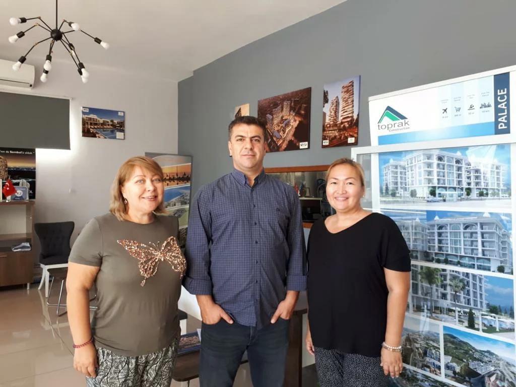 Я с подругой Натальей Кривцовой на встрече в офисе Alanya City Group